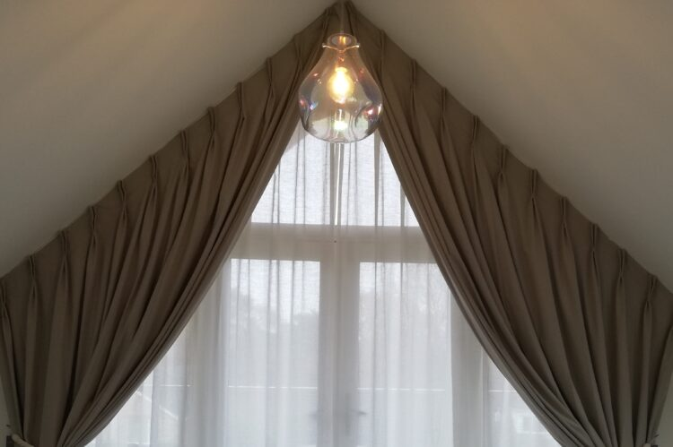 Large Apex curtain and voile